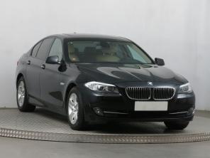 BMW 5 2011 Sedan stříbrná 9