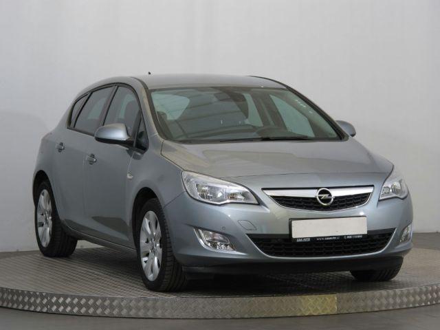 Opel Astra  (2011, 1.4 T)