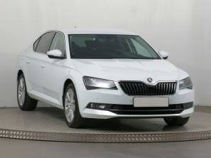 Škoda Superb 2019 Sedan bílá 6