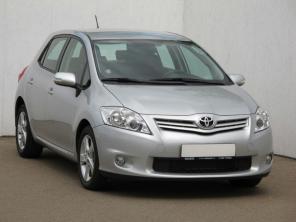 Toyota Auris 2012 Hatchback bordo 4