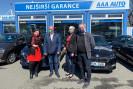 Další čtyři automobily z AAA AUTO pomohou na Moravě při rozvozu ochranných pomůcek a nákupů seniorům